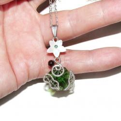 Pandantiv Elven Rose Design Elven Flower handmade placat argint sidef granat cristal Pandantive si Talismane