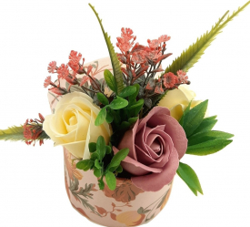 Aranjament floral Sevirox Decor cu trandafiri din sapun roz pudra ivoire Flori si Aranjamente florale