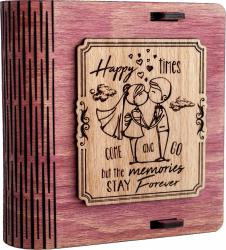 Cutie mica din lemn pentru stick USB VintageBox personalizata prin gravare model Tineri casatoriti culoare Roz