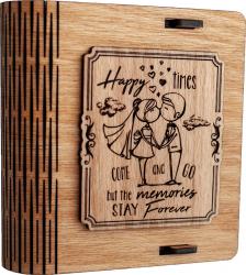 Cutie mica din lemn pentru stick USB VintageBox personalizata prin gravare model Tineri casatoriti culoare Stejar auriu