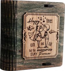 Cutie mica din lemn pentru stick USB VintageBox personalizata prin gravare model Tineri casatoriti culoare Verde