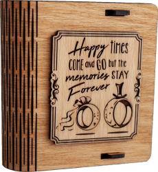 Cutie mica din lemn pentru stick USB VintageBox personalizata prin gravare model Verighete vesele culoare Stejar Auriu