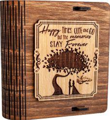 Cutie mica din lemn pentru stick USB VintageBox personalizata prin gravare model Doi sub un copac culoare nuc inchis