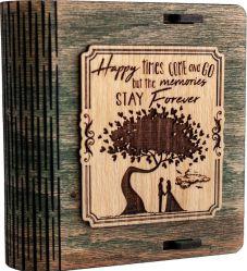 Cutie mica din lemn pentru stick USB VintageBox personalizata prin gravare model Doi sub un copac culoare verde