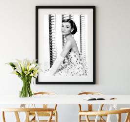 pret preturi Poster inramat Audrey Hepburn 50x75 cm