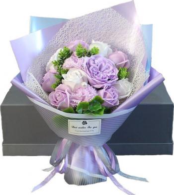 Buchet elegant flori de sapun asortate frunze decorative 12 bucati cutie cadou culoare mov