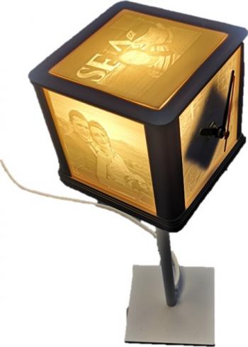 Veioza cub cu ceas si cu poze printate 3D in relief personalizata multicolor 110 x 110 x 350 mm Corpuri de iluminat