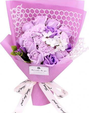 Buchet din flori de sapun cu plasa decorativa cutie cadou culoare mov violet