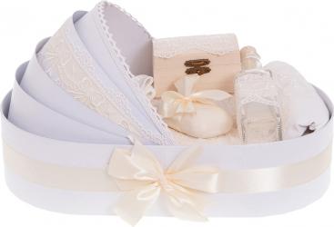 Trusou botez complet in landou cu decor elegant de culoare alb-crem 8 piese