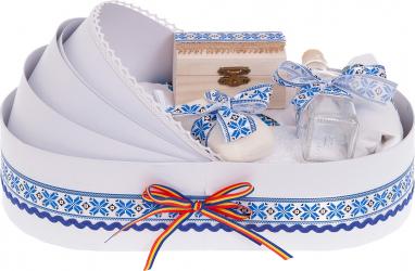 Trusou botez complet in landou cu decor elegant traditional de culoare alb-albastru 8 piese