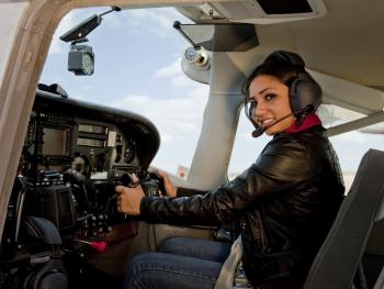 Lectie de zbor cu avionul si invitati in Bucuresti
