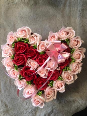 Aranjament floral EMRORA - 35 Trandafiri parfumati de sapun Rosu/Roz
