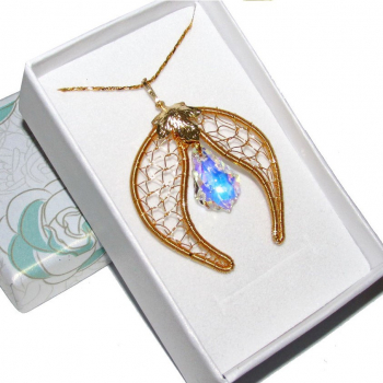 Pandantiv Elven Rose Design Golden Shades handmade placat cu aur cristal Swarovski Pandantive si Talismane
