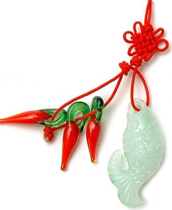 Canaf cu crapul norocos imitatie jad si ardei rosii remediu Feng Shui din Imitatie de Jad 110 mm lungime