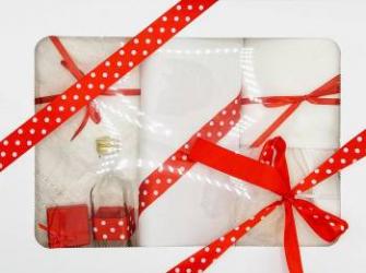 Trusou botez bentița roșie in cutie cu capac alb Articole botez