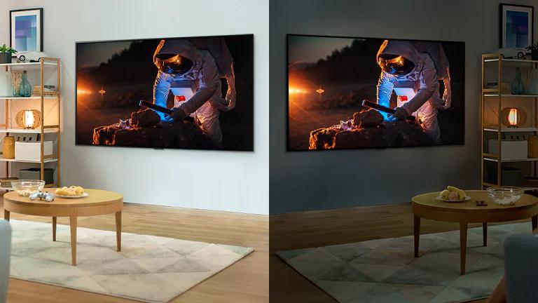 Un televizor aflat intr-o cameră luminoasă prezinta imaginea unui astronaut.În partea dreaptă, un televizor aflat într-o cameră întunecată, ce afisează o imagine mai luminoasă a unui astronaut.