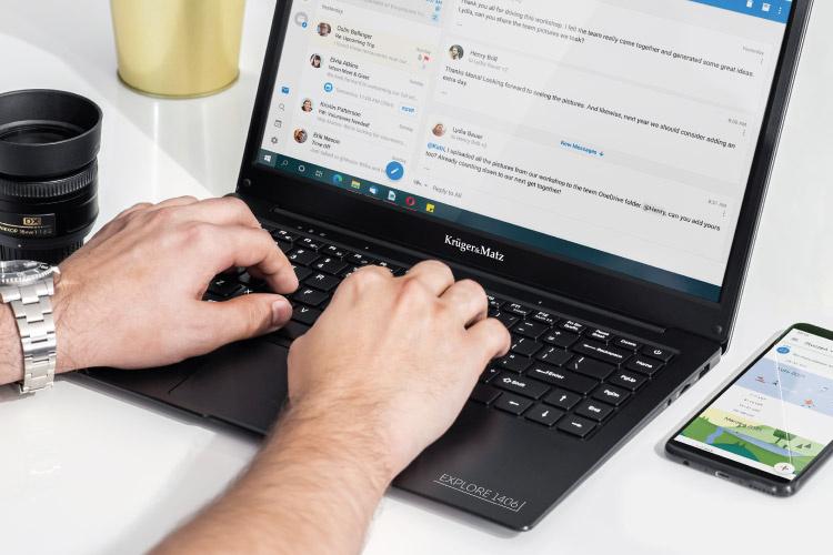 Ultrabook cu tastatura mare si touchpad